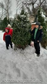 The first customers of the season taking their tree